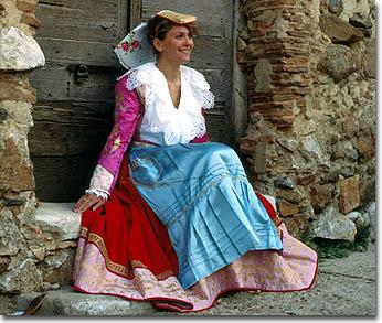 Le minoranze etniche in calabria for Vestito tradizionale giapponese femminile
